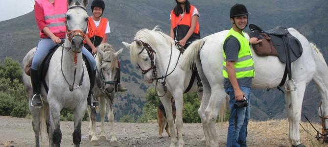 Toda la familia a caballo
